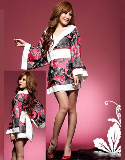 Fashion Japanese kimono black and pink in color flowery printed