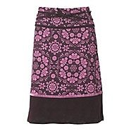 Presented in a quirky plum floral pattern, this cool and casual skirt is ideal for kicking back in between light leisure activities. This skirt is made from a fine corduroy and boasts a cute patch style hem.